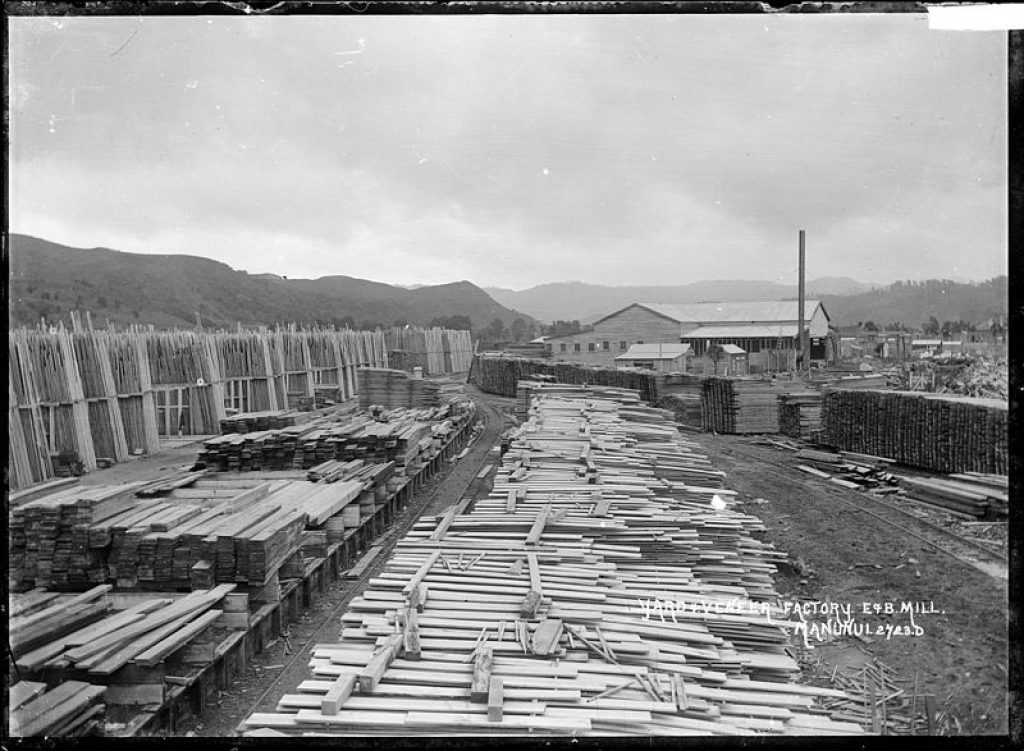 floating lumber yard in 1908